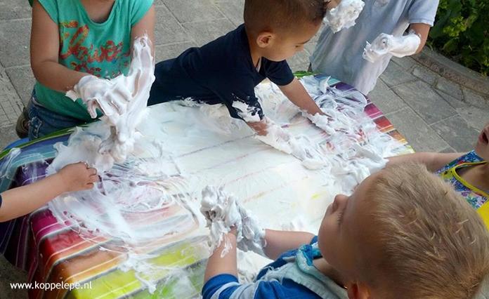 Op onze kindercentra werken wij veel met kosteloos materiaal. Kinderen ontdekken, worden uitgedaagd en gebruiken hun eigen creativiteit d.m.v. spel. Lees hier onze tips.