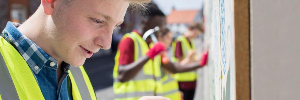 Leerlingen van RSG Noord-Oost Veluwe en De Noordgouw voeren een maatschappelijke stage uit om zo een bijdrage te laten leveren aan de samenleving.
